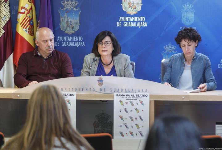 """Guadalajara pone en marcha la campaña de dinamización comercial """"Mamá va al teatro"""""""