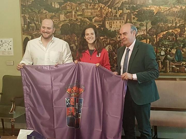 El presidente de la Diputación recibe a la atleta Ana Lozano tras sus éxitos deportivos