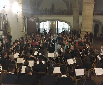 Una iglesia de San Andrés llena disfrutó del concierto de Semana Santa de la Banda de Yebra