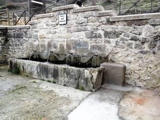 Yebes presume de la cantidad de agua que cae por su Fuente de los Cuatro Caños