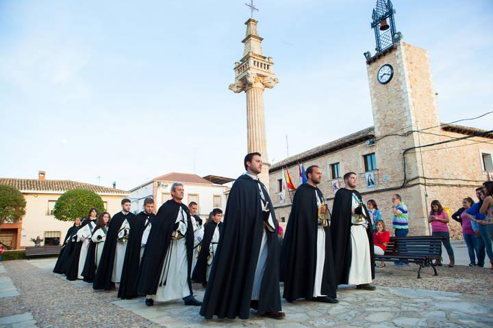 Solemnidad, devoción, música cofrade y primera tamborrada en la Semana Santa fuentenovillera