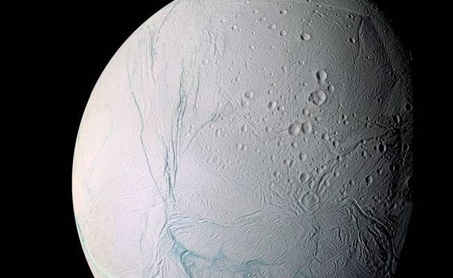 La NASA anuncia por primera vez que podría haber vida en una luna helada de Saturno