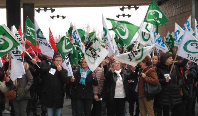 Sigue el caos sanitario: Un centenar de sanitarios se movilizan contra el desastre de la bolsa de trabajo del Sescam