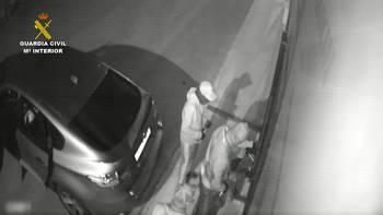 La Guardia Civil desarticula una organización criminal especializada en el robo por alunizaje