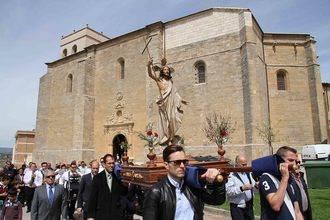 Concurrida procesión del Santo Encuentro y la Quema del Judas de Pareja