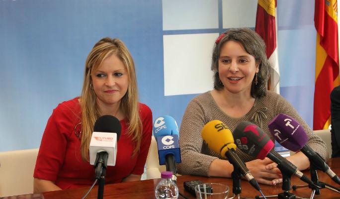Susana Díaz cuenta en Guadalajara con el apoyo de la consejera de Fomento y la directora del Instituto de la Mujer