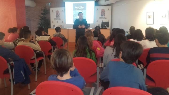 Un grupo escolares del Río Tajo participan en la primera sesión didáctica sobre Buero organizada por Diputación
