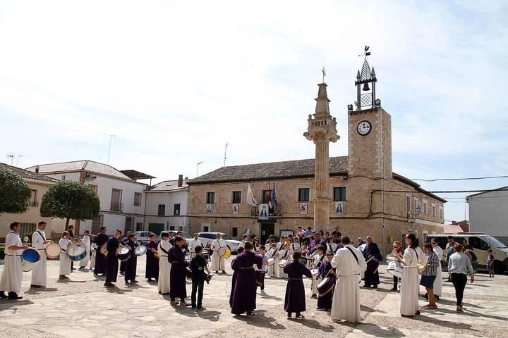 Primera tamborrada de Viernes Santo en Fuentenovilla