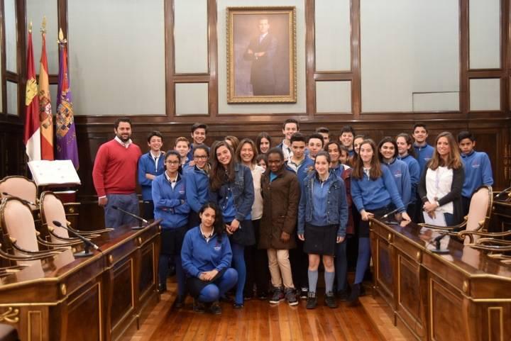 Escolares de la ESO del Colegio Maristas visitan el Palacio Provincial