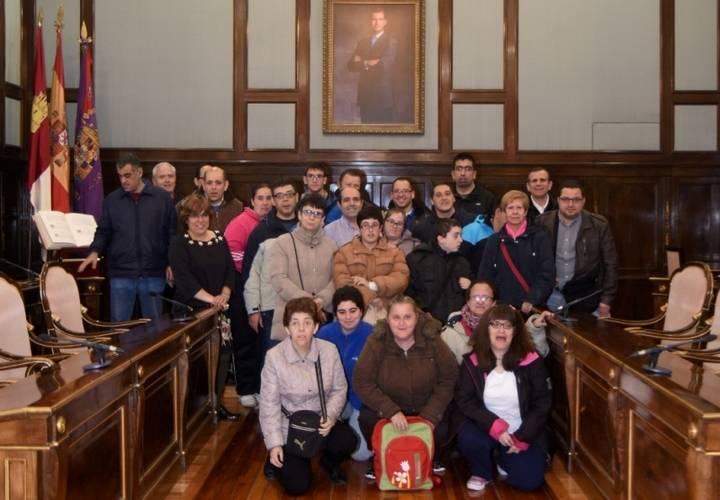 Dos grupos del Colegio Nuestra Señora de la Salud visitan el Palacio Provincial