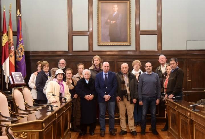 Un grupo del Centro de Mayores La Rosaleda visita el Palacio Provincial