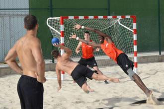 El Equipo Nacional de Balonmano Playa repite convocatoria en Azuqueca