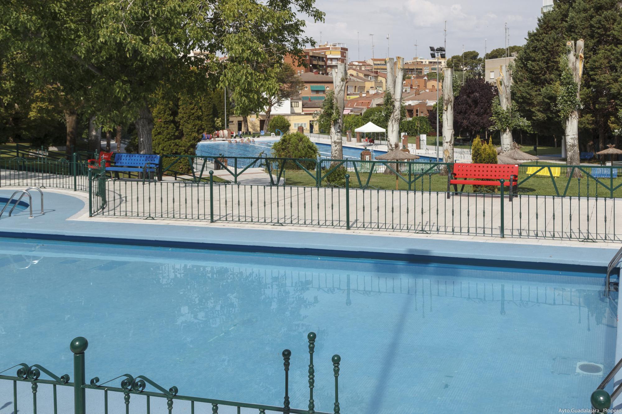 Zumba y aquagym en la piscina de verano de san roque for Piscina puerta de hierro