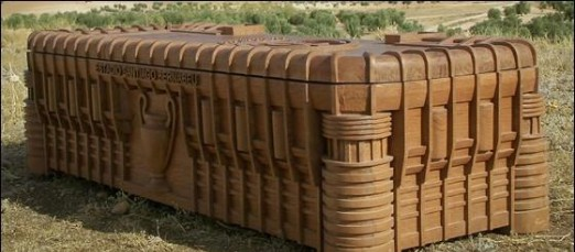 Con el Real Madrid...hasta la muerte : Una funeraria fabrica un ataúd con forma del estadio Santiago Bernabéu