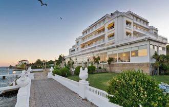 Ana Patricia Botín (el Santander) al quedarse con el Popular se convierte en propietaria del Gran Hotel La Toja y el Hilton de Sevilla