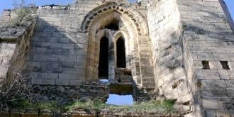 Atención ayuntamientos: Un americano rico quiere rehabilitar su patrimonio histórico deteriorado