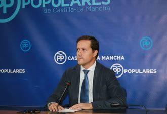 """Velázquez denuncia que """"el plan `Menos Sanidad´ de Page prohíbe la contratación de profesionales y provoca el caos en urgencias y en las listas de espera"""""""