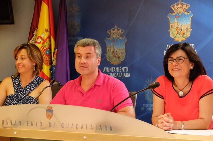 Guadalajara concreta la gestión de escuelas infantiles, el arreglo de aceras y nuevas subvenciones