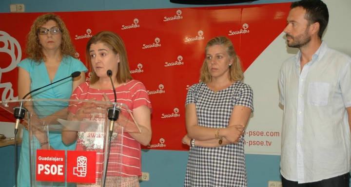 El PSOE de Guadalajara se enfanda con el PP de Villanueva por lo mismo que hace el PSOE de Madrid con la alcaldesa Carmena de Ahora Podemos