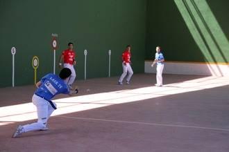 Fuentenovilla preludia sus fiestas con la tradicional exhibición de pelota a mano
