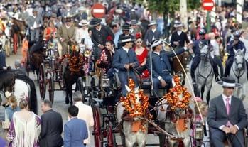 La mascota Curro encenderá esta madrugada la Portada de la Feria de Abril, que este año tendrá 1.040 casetas