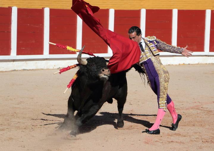 Fandiño y Perera se llevan de la Feria de Primavera de Guadalalara una oreja cada uno