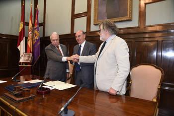 La Fundación Charo Conde y Camilo José Cela ceden la gestión de la obra creativa del Premio Nobel a la Diputación