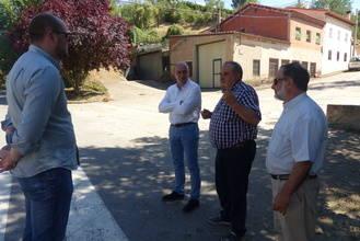 El presidente de la Diputación mantiene un encuentro con el alcalde de Torre del Burgo