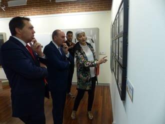 El presidente de la Diputación inaugura la exposición 'El Mundo Fluye' de Fundación ONCE