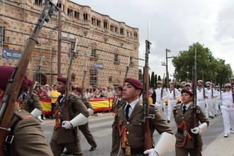 Dos mil personas asisten al Izado de la Bandera que abre los actos del Día de las Fuerzas Armadas en Guadalajara