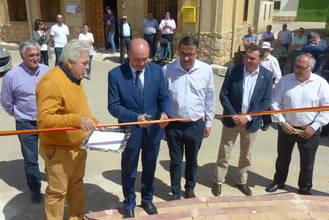 José Manuel Latre, inaugura las obras de reforma de la Plaza Mayor del Pozo de Almoguera