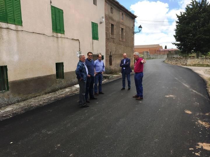 El presidente de la Diputación vista las obras de la carretera que une Estriégana y Saúca