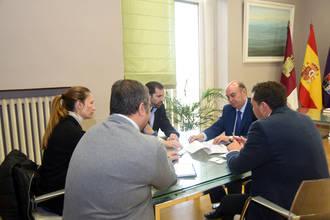 El presidente de la Diputación de Guadalajara se reúne con los representantes de FEACEM