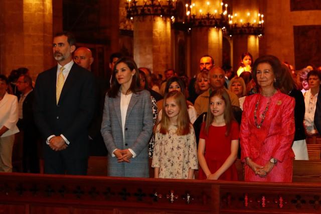 ¡HOLA! Letizia Ortiz en la Misa del Domingo de Pascua