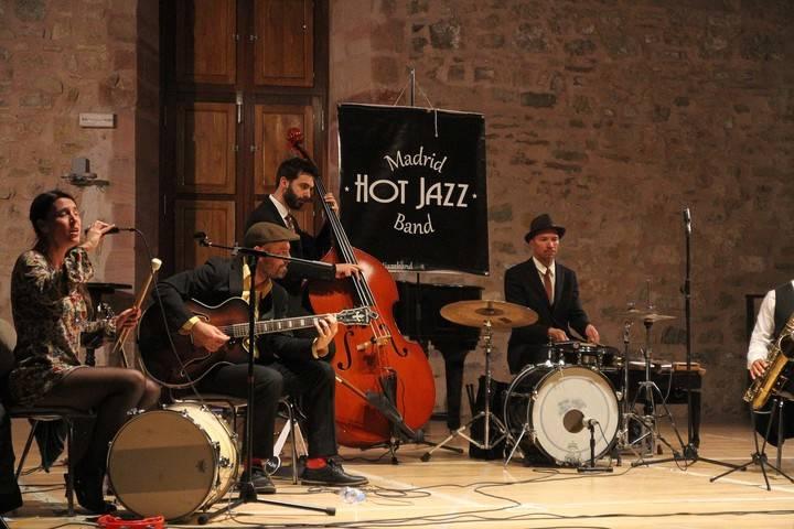 Madrid Hot Jazz Band funde el frío de una lluviosa tarde de abril seguntina a base de sonido 'Dixieland'