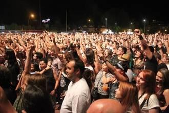 Más de 8.000 personas abarrotaron el extraordinario concierto en Cabanillas del