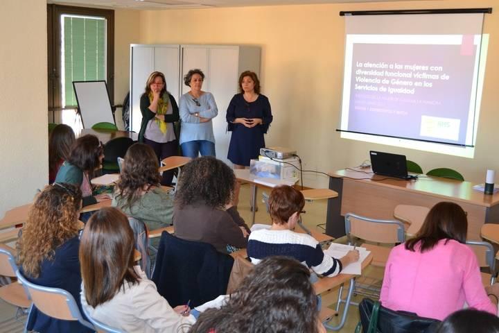 Forman a profesionales para atender a víctimas de violencia de género con algún tipo de discapacidad en Guadalajara