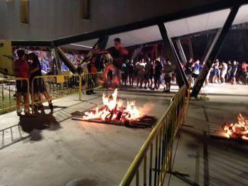 Ambientazo en el fuego de la Noche de San Juan de Cabanillas
