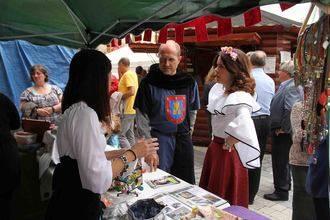 Pareja culmina un viaje al pasado, con mucho futuro, gracias a su Feria Medieval