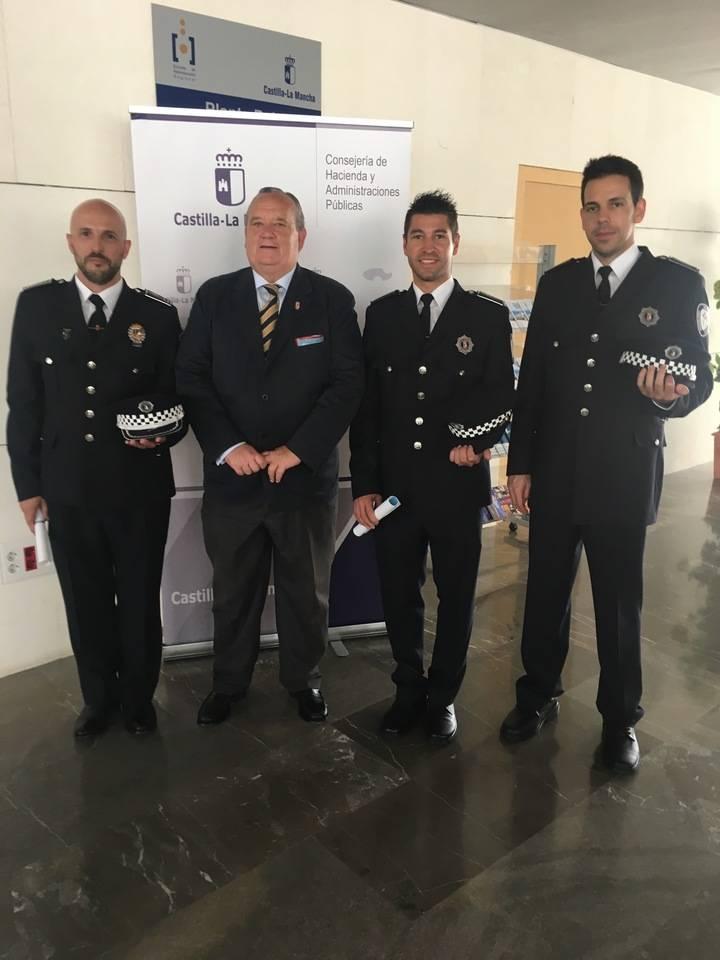 Toman posesión dos nuevos policías locales y un oficial en El Casar