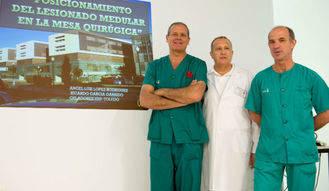 Premio para dos celadores de Toledo por una idea que mejora la posición del lesionado medular en el quirófano