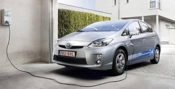 """El Gobierno de Rajoy aprueba una ayuda de 500 euros para la compra de coches """"limpios"""""""