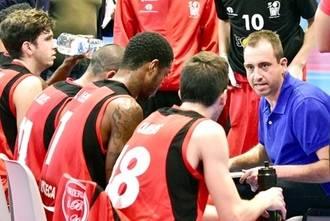Sergio Vicente 'Yeyo' renueva una temporada más como entrenador del Isover Basket Azuqueca