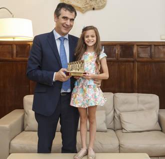 El alcalde recibe a la deportista alcarreña Aimara Fajardo