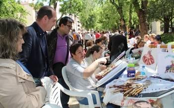 Apoyo regional a los oficios artesanos como el encaje de bolillos