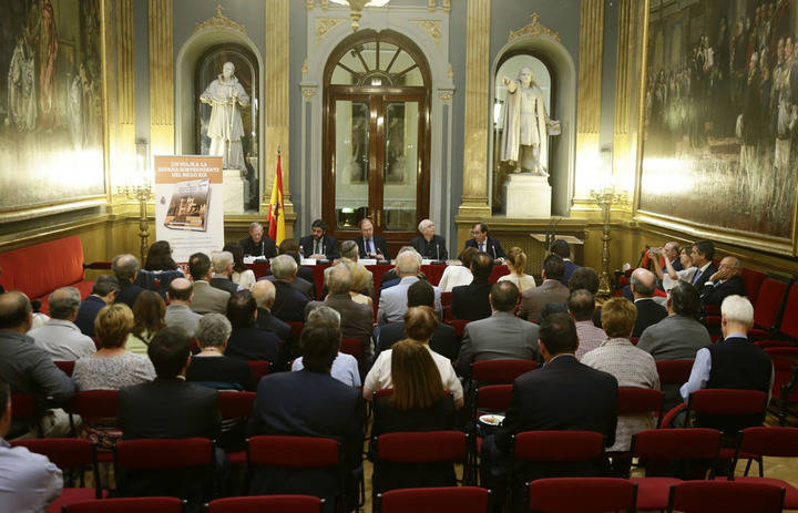 Francisco Martínez de Coro presentó su libro a favor de Fundación Nipace en el Senado