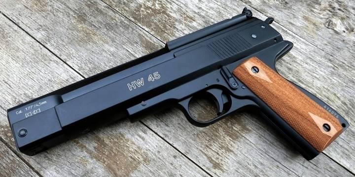Dos detenidos por intentar robar un banco en Cabanillas llevando una pistola falsa