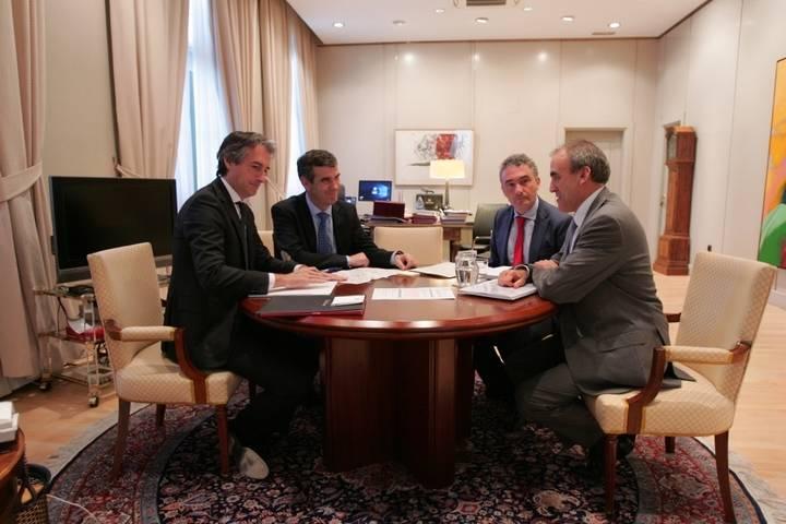 Román solicita al ministro de Fomento la construcción de la variante de la N-320 y la mejora en los servicios ferroviarios