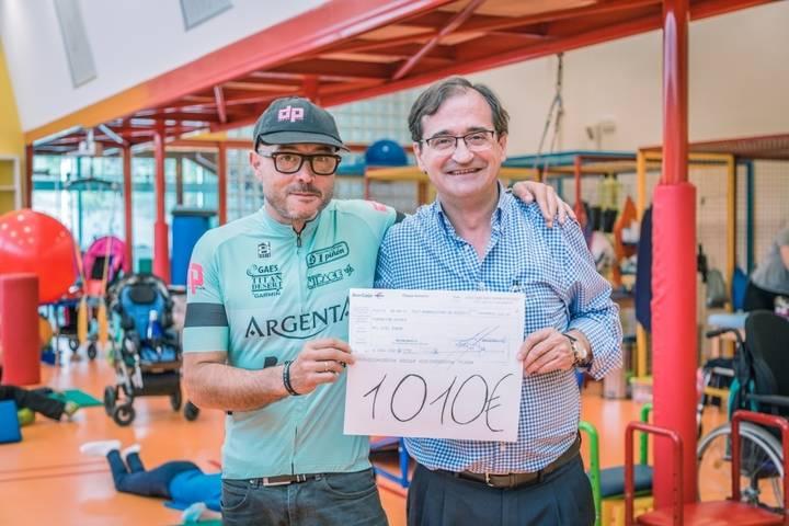 Nipace recibe más de 1.000 euros recaudados por Roberto de Andrés en el maratón MTB Titan Desert