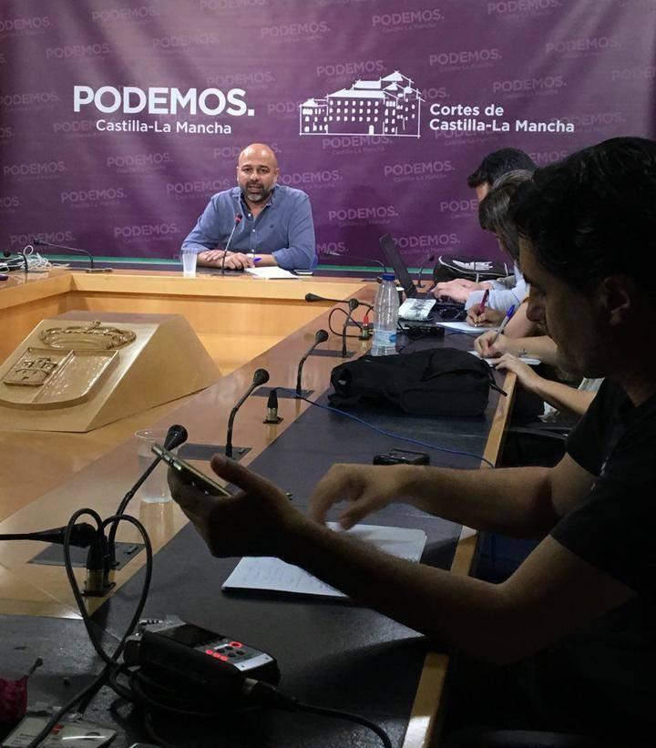 """Podemos Castilla-La Mancha lamenta """"la afición a la fotografía de Page"""""""